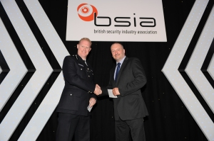 Joe Harrigan of the Westgrove Group (right) with Commander Steve Rodhouse of the Metropolitan Police Service