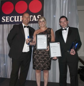 Mark Barlow (left, Link Central) with winners Michelle Pepper and Eric Grant