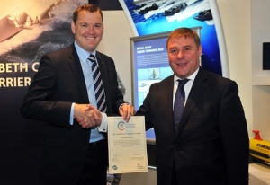 Richard Sykes (left, CEO of ISS in the UK and Ireland) and the Rt Hon Mark Francois MP, Minister of State for Defence, Personnel Welfare and Veterans