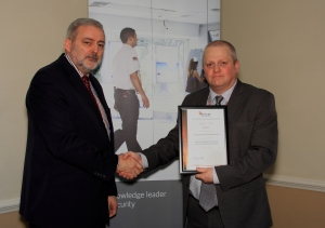 Ged Quinn (right) of Securitas receives his certificate for Services To The Customer from Trevor Elliott of the BSIA
