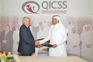 IPSA's chairman Mike White and Khalid Omran of QICS exchanging signed copies of the agreement