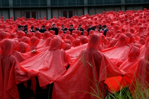 The poppy, representing Remembrance of the past and hope for the future, was created using Royal Navy personnel wearing black uniforms to form the centre. They were surrounded by GCHQ staff in red rain ponchos and other military personnel in green combat dress to form the stalk